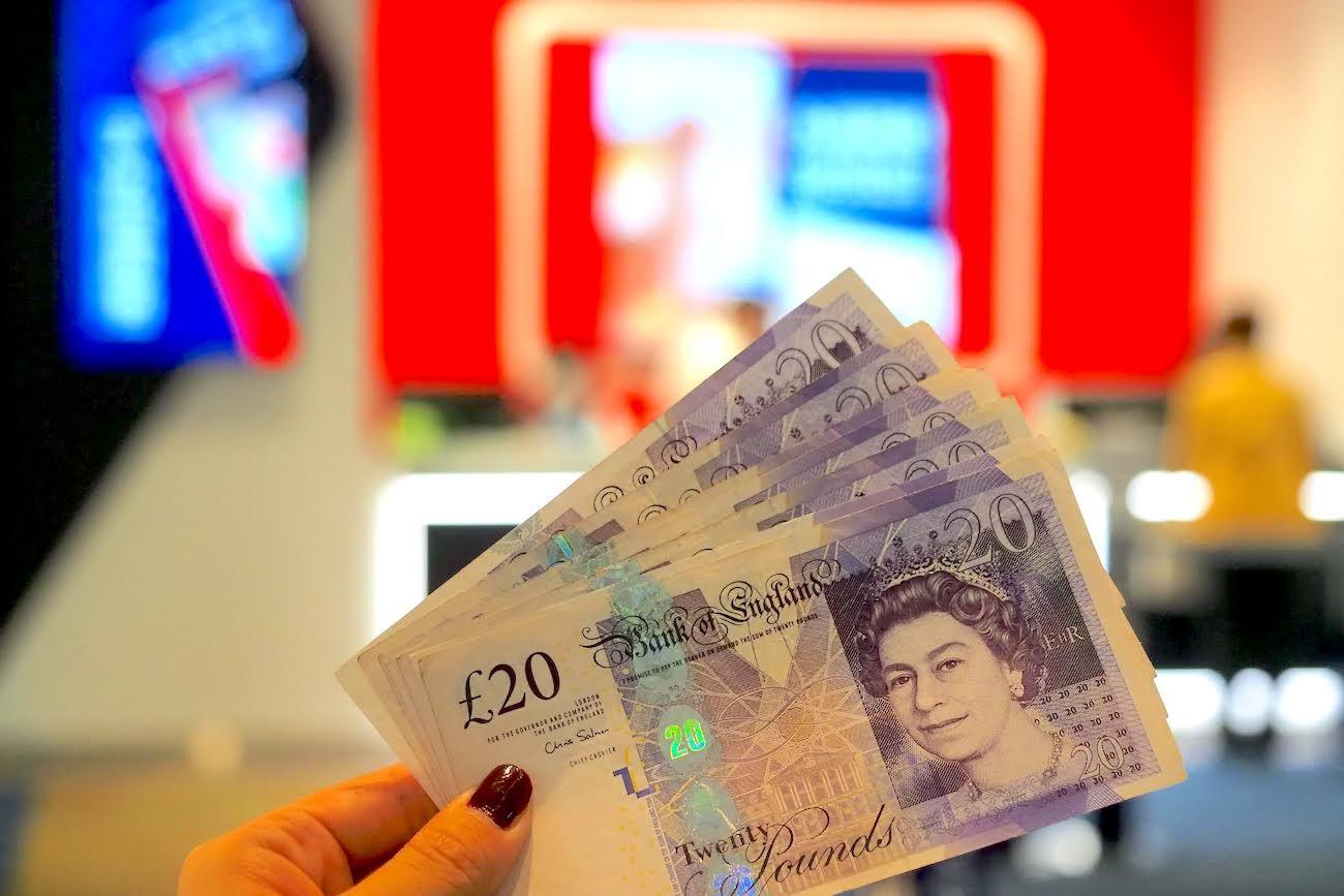 現金 両替 イギリス